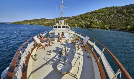 Play Fellow Charter Yacht - 2