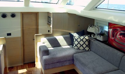 Champagne Hippy Charter Yacht - 7