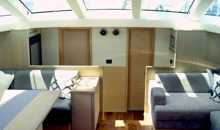 Champagne Hippy Charter Yacht - 8