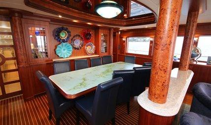 She's A Peach Charter Yacht - 8