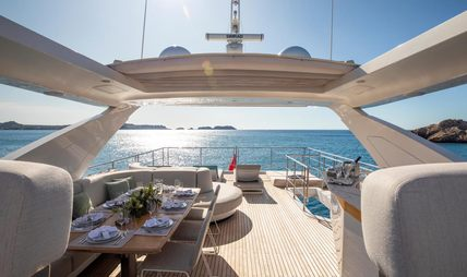 Akama Charter Yacht - 4