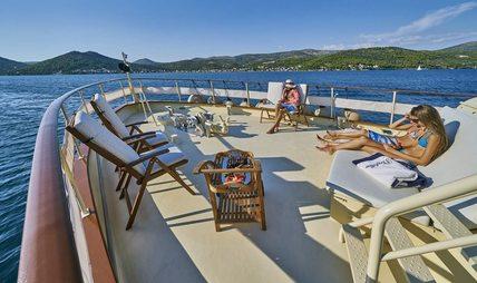 Play Fellow Charter Yacht - 3