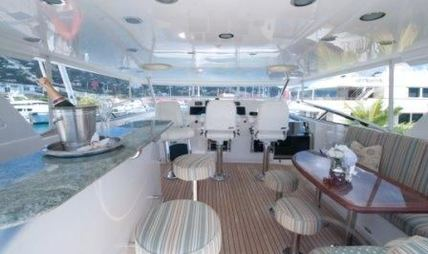 Fully Occupied Charter Yacht - 8