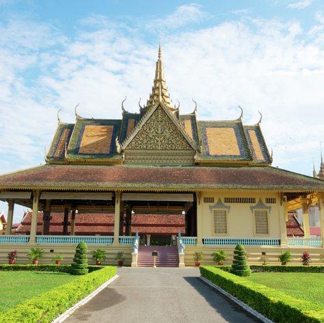 Majestic, architectonic palace with beautiful garden