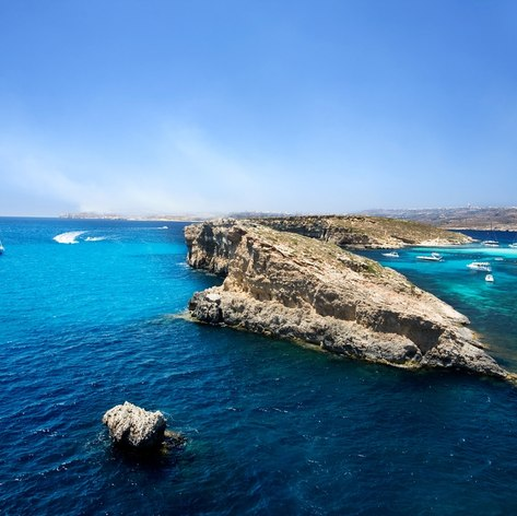 Cruise to the Blue Lagoon in Comino