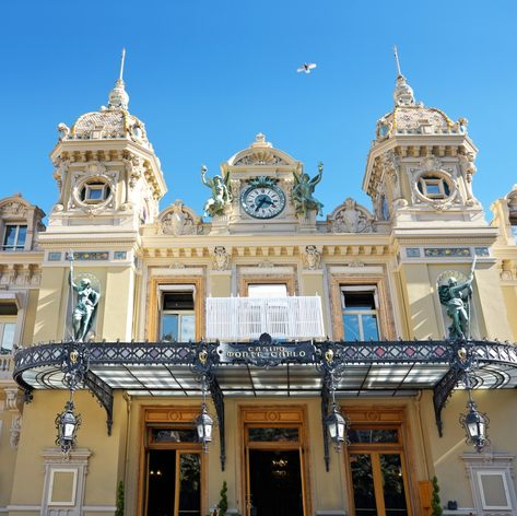 Dress Up for the Casino of Monte-Carlo