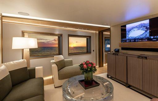 luxury yacht la datcha little lounge