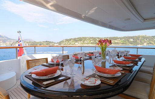 Alfresco dining onboard MY Meamina
