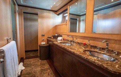 luxury yacht free spirit en suite bathroom