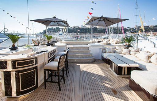 step-up Jacuzzi and bar on sundeck of motor yacht 'Illusion V'