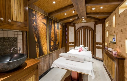 LEGEND yacht treatment room