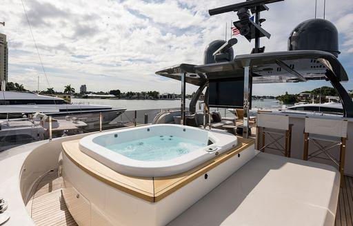 motor yacht gioia jacuzzi