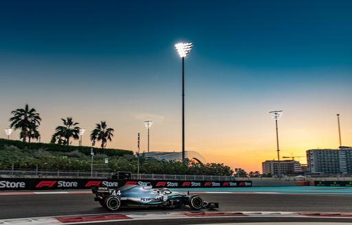 lewis hamilton in his formular 1 car racing the abu dhabi grand prix track before he scored his 11th win this season