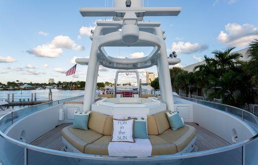 Jacuzzi and surrounding seating on sundeck of motor yacht STARSHIP