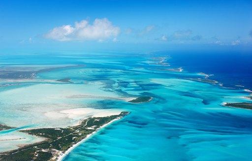 Crystal clear ocean in the Bahamas