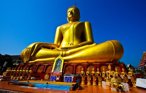 plan a luxury yacht charter in thailand with the family and visit temple
