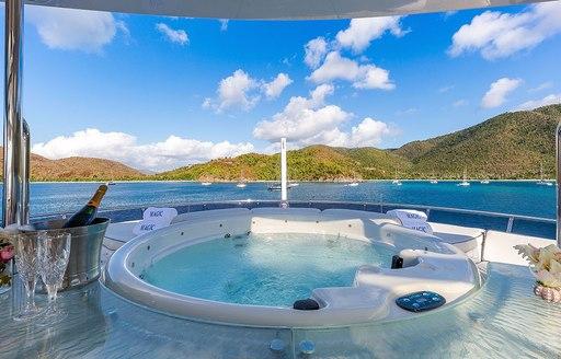 jacuzzi motor yacht magic