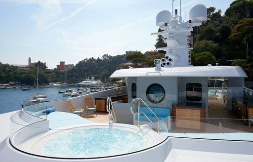 Jacuzzi onboard yacht Trident