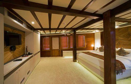 LAMIMA Phinisi master suite