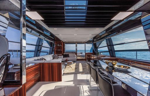 gecua motor yacht's alfresco dining spots