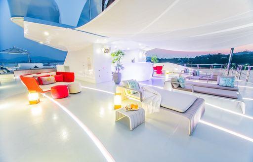 Sun deck with seating on SALUZI