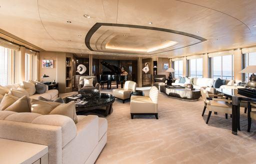 The upper salon of motor yacht ROMEA