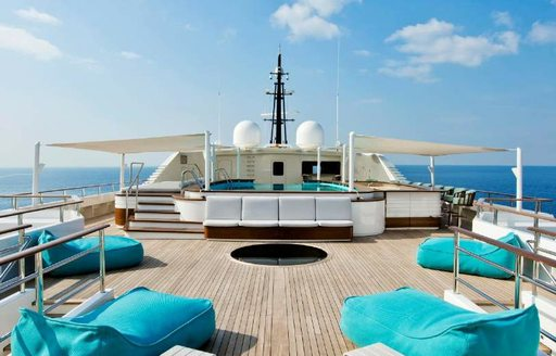 Motor yacht Dream outdoor space