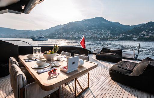 Alfresco dining on charter yacht NEOPRENE