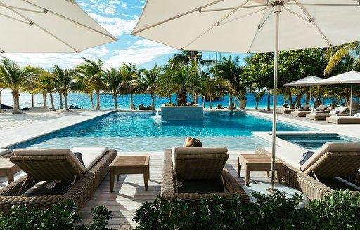 Beach club Bahamas Over yonder cay