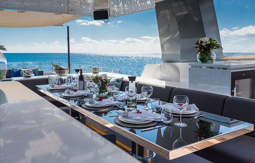 Outdoor dining area on motor yacht Cinquanta 50