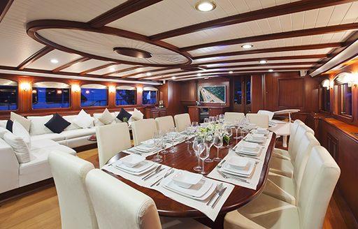 Formal dining on board REGINA