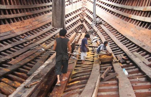 Local konjo boat builders carry out work on luxury phinisi Dunia Baru
