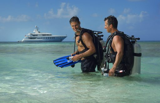 Men scuba diving with HARLE in blue oceans