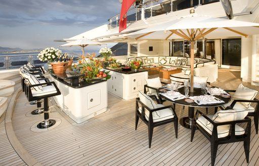 Superyacht 'Alfa Nero' offers a huge outdoor bar