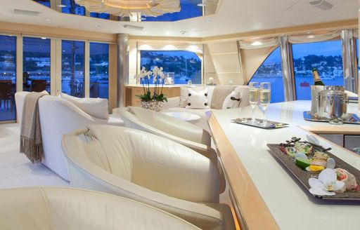 Salon bar on board motor yacht AZZURRA II