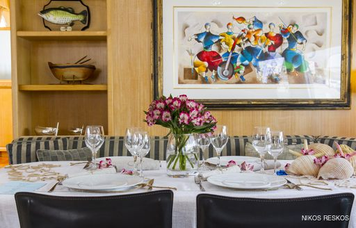Award-winning tablescaping onboard motor yacht VALCO
