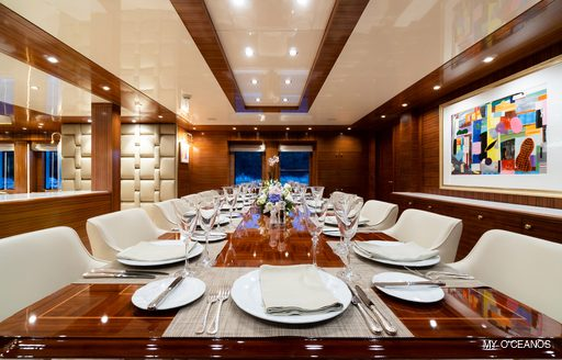 Formal dining onboard MY O'Ceanos