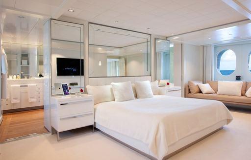 motor yacht IDOL's master suite