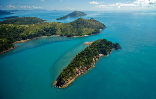 Whitsundays island bar in Australia, with green landscapes and sapphire-blue seas
