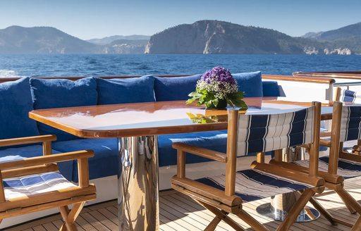 Motor yacht Alcor's al-fresco dining