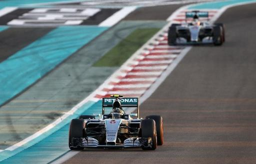 Rosberg and Hamilton battle it out at the Abu Dhabi Grand Prix 2016