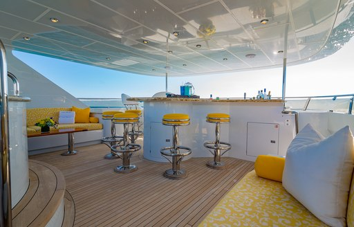 I love this boat aft deck bar