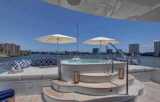 pool motor yacht aquasition