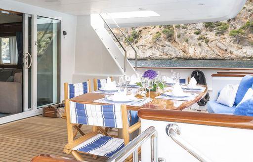 Al fresco dining onboard ALCOR motor yacht