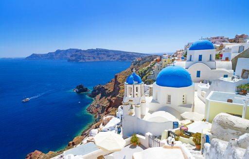 Beautiful Oia town in Santorini, Greece