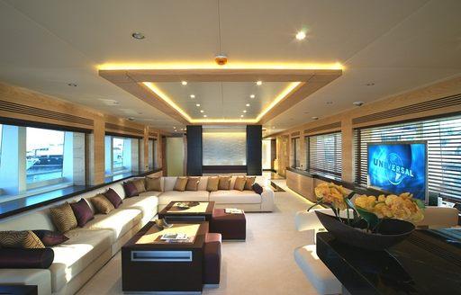 superyacht TATIANA's main salon
