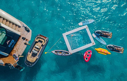 motor yacht db9 water toys