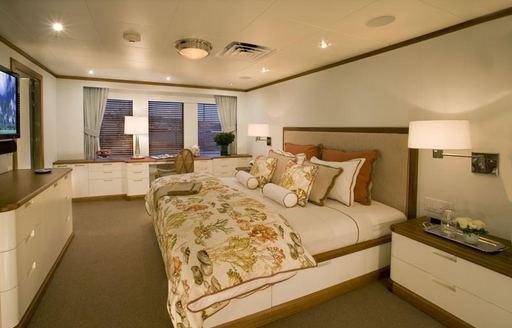 luxury expedition yacht SURI master suite