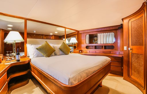 Master suite, Clan VI yacht