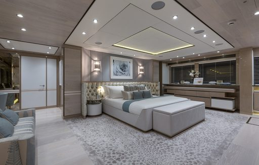 Superyacht THUMPER's master suite